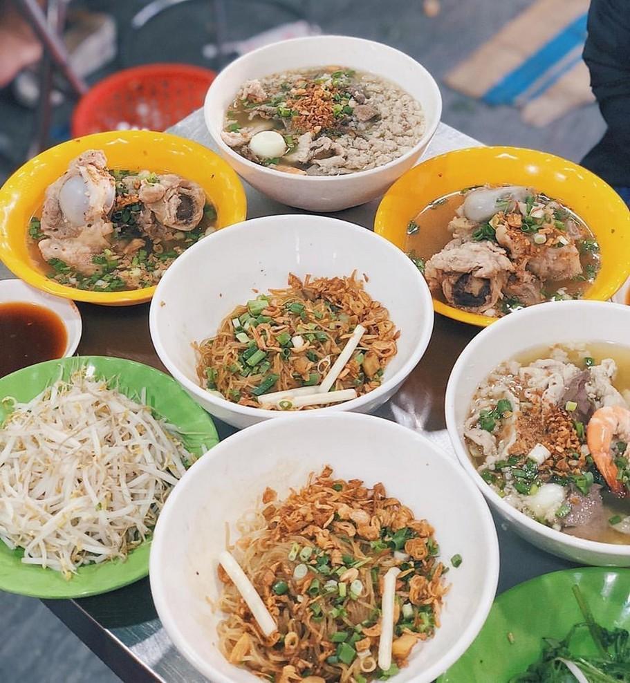 5 quán hủ tiếu hải sản đắt khách chốn Sài thành