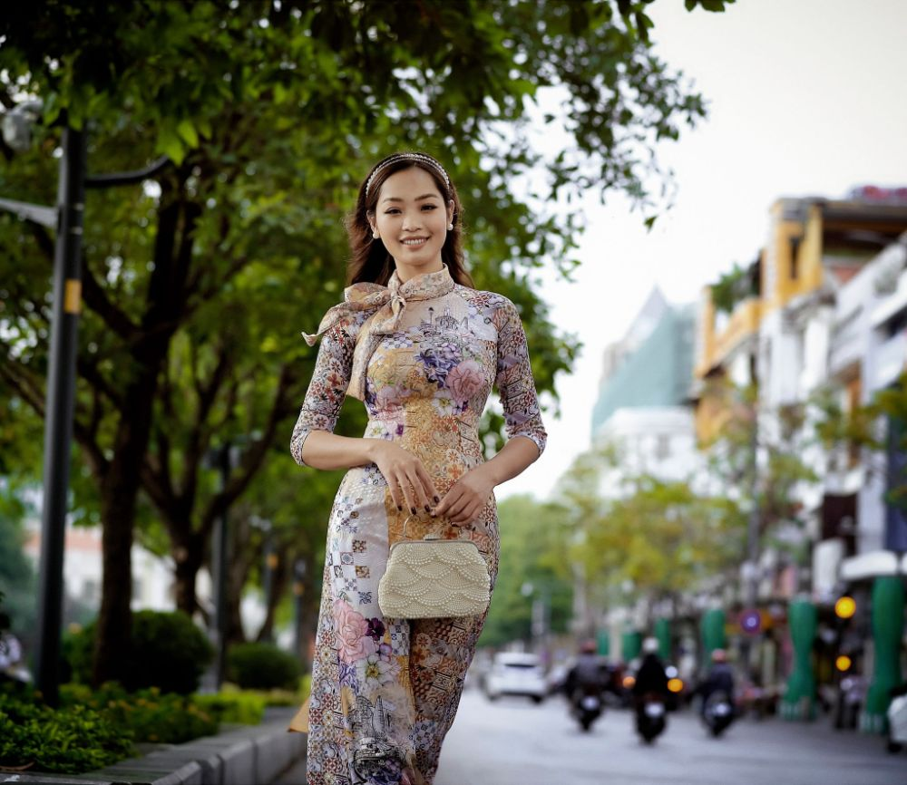 Hoa hậu Huyền Trân đài các, kiêu sa trong Áo dài Việt Hùng