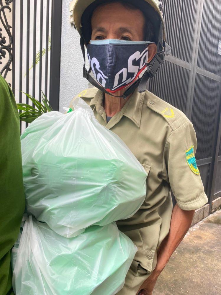 11 10 Ấm áp nghĩa tình từ Chợ Rau 0 đồng của Hoa hậu Môi trường Việt Nam
