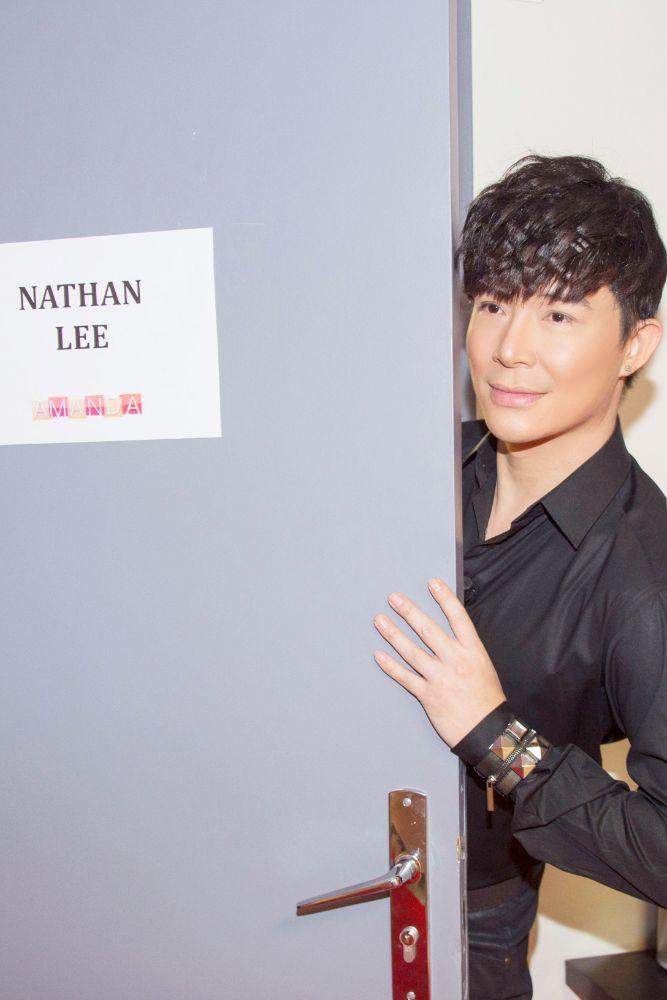 2A Ca sĩ Nathan Lee hủy chuyến bay Pháp để ở lại Việt Nam vì lý do này!