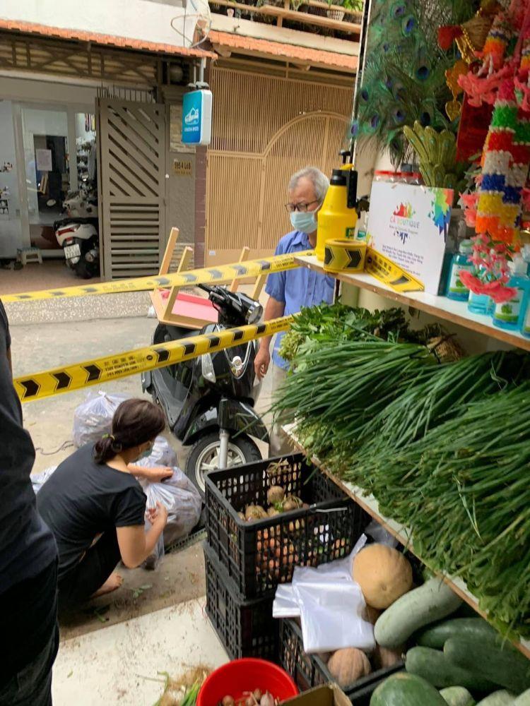 8 13 Ấm áp nghĩa tình từ Chợ Rau 0 đồng của Hoa hậu Môi trường Việt Nam